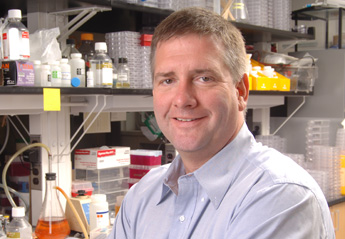 John Moran is zijn lab in Ann Arbor in 2008 (foto: universiteit van Michigan)